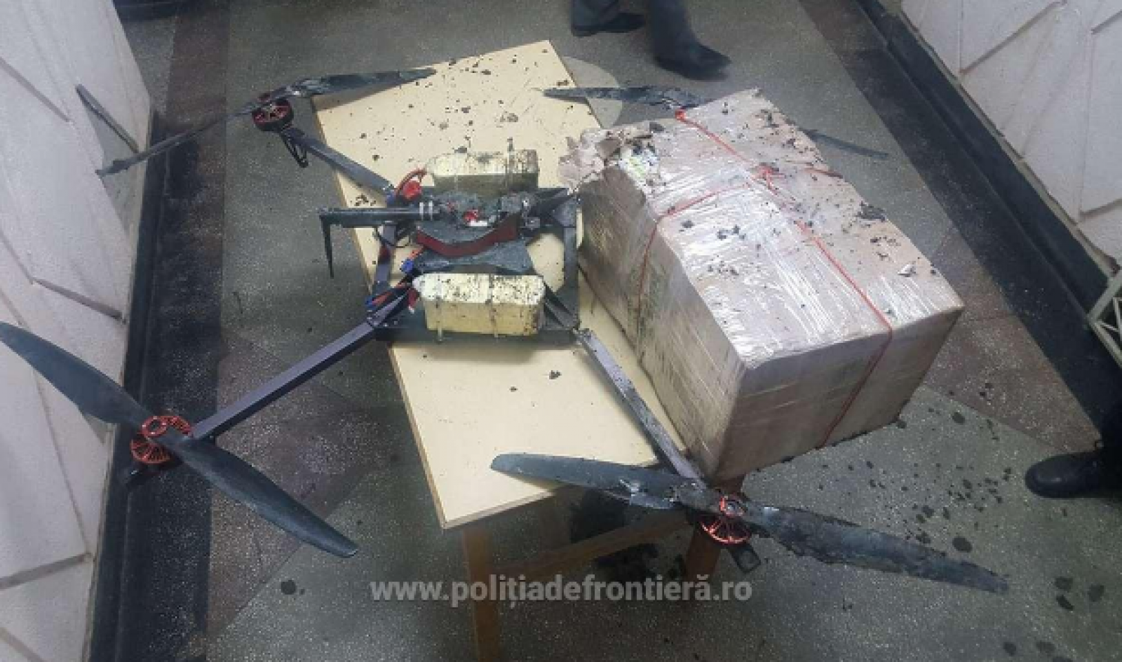 (video) O dronă a trecut frontiera cu un colet plin de țigări. Ce spun vameșii români