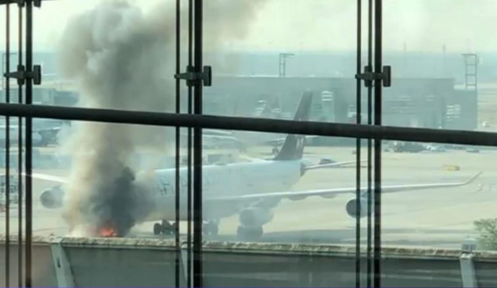 (video) Panică pe aeroportul din Frankfurt. Un avion a luat foc pe pistă
