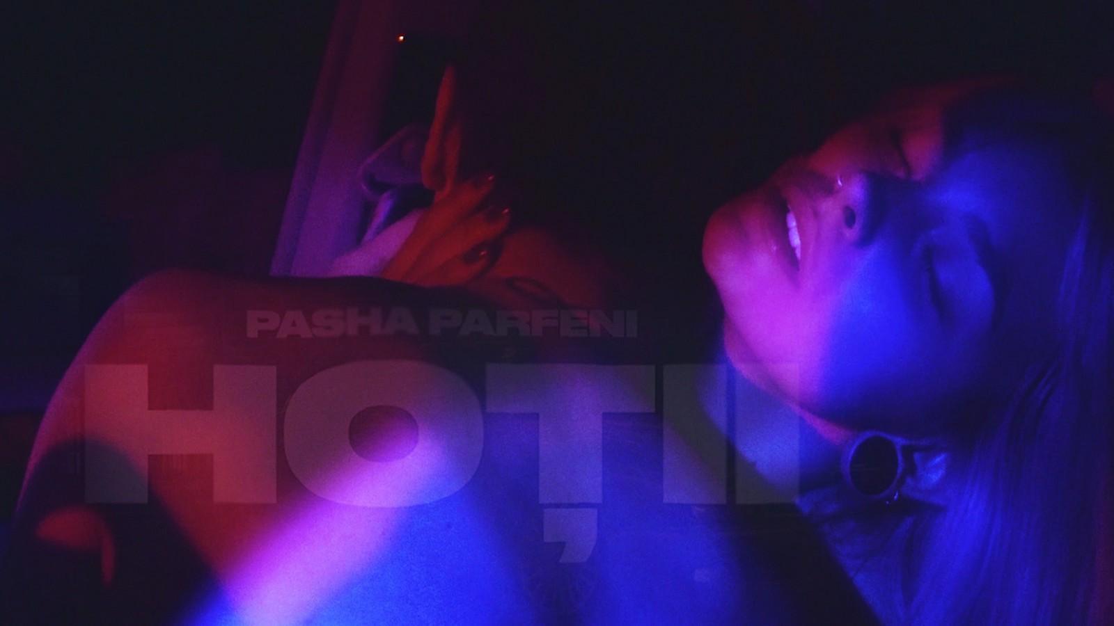 """(video) Pasha Parfeni și-a lansat un videoclip la piesa """"Hoții"""": """"Cele mai interesante lucruri se întâmplă atunci când nu ne așteptăm"""""""