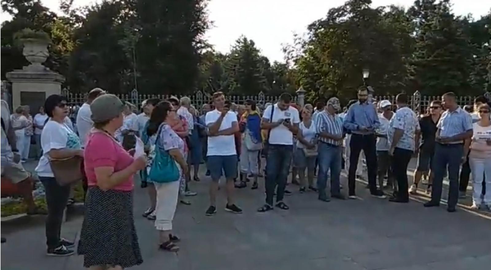 """(video) """"PD și PSD, aceeași mafie"""": Manifestație de solidarizare cu protestele din România, la Chișinău"""