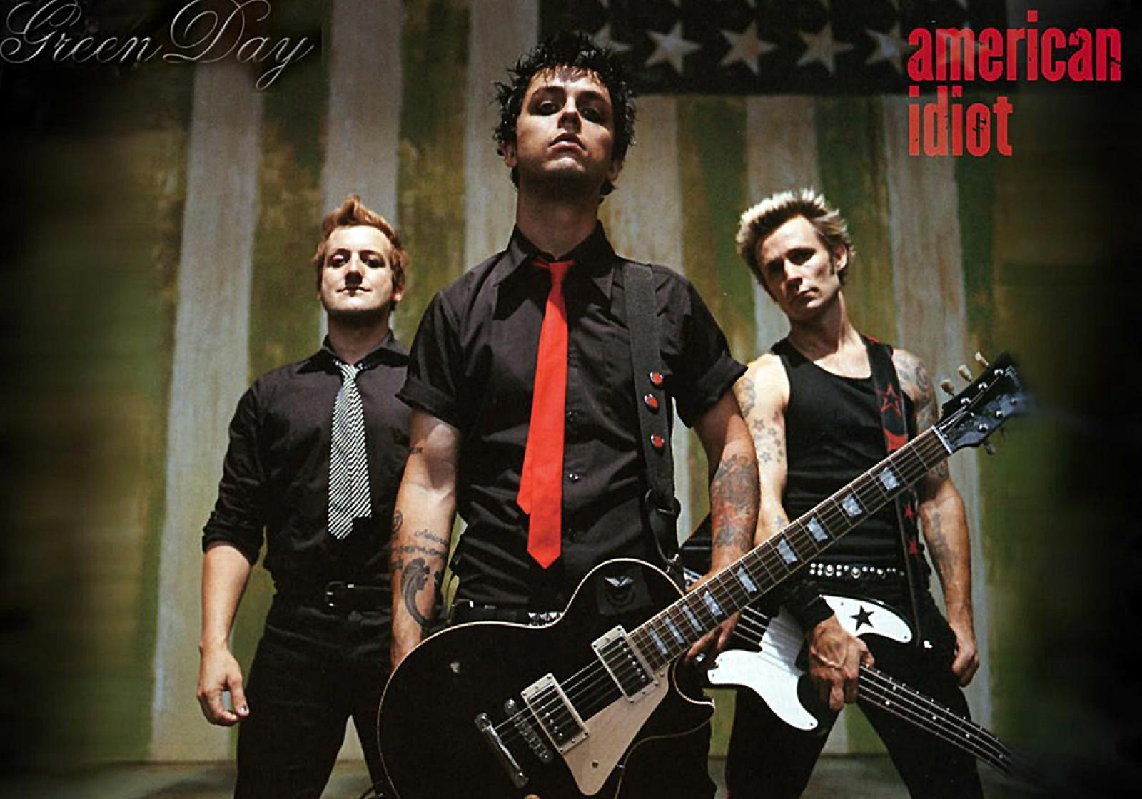 """(video) Piesa trupei Green Day """"American Idiot"""" a ajuns în topurile britanice, în ajunul vizitei lui Trump"""