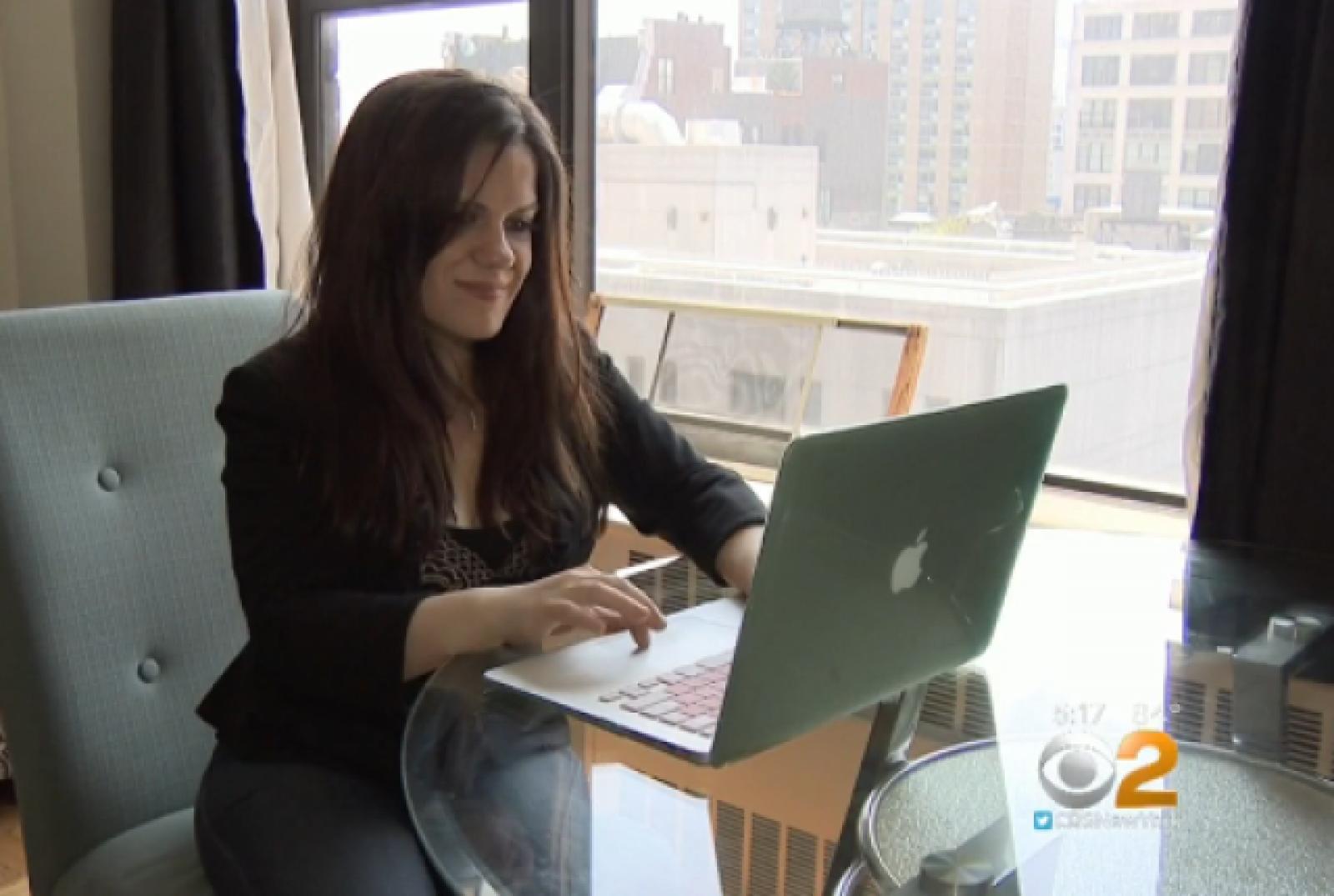 (video) Un ginecolog cere daune de un milion de dolari de la o femeie care i-a lăsat review-uri negative pe internet