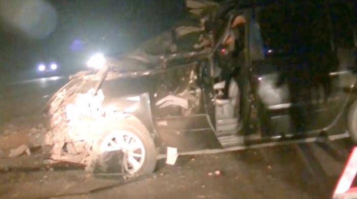 (video) Un nou accident la ieșirea din Chișinău spre Ungheni. Un autoturism s-a izbit violent de un camion