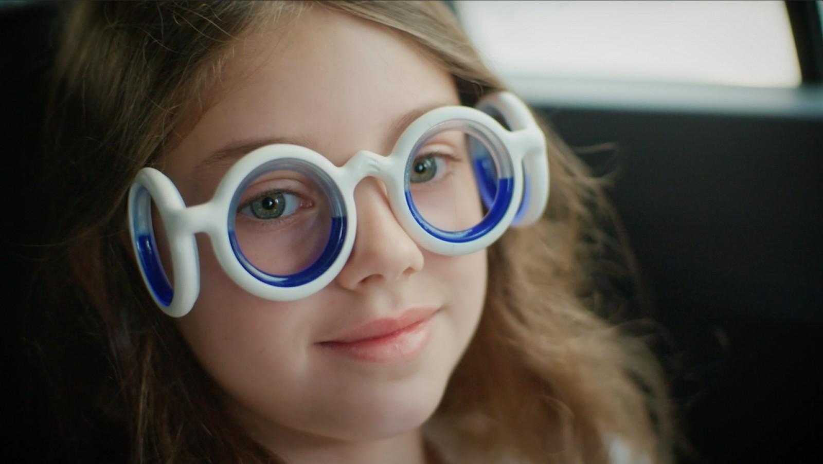 (video) Unul din trei pasageri îl simt! Citroen a făcut nişte ochelari speciali care elimină răul de mişcare