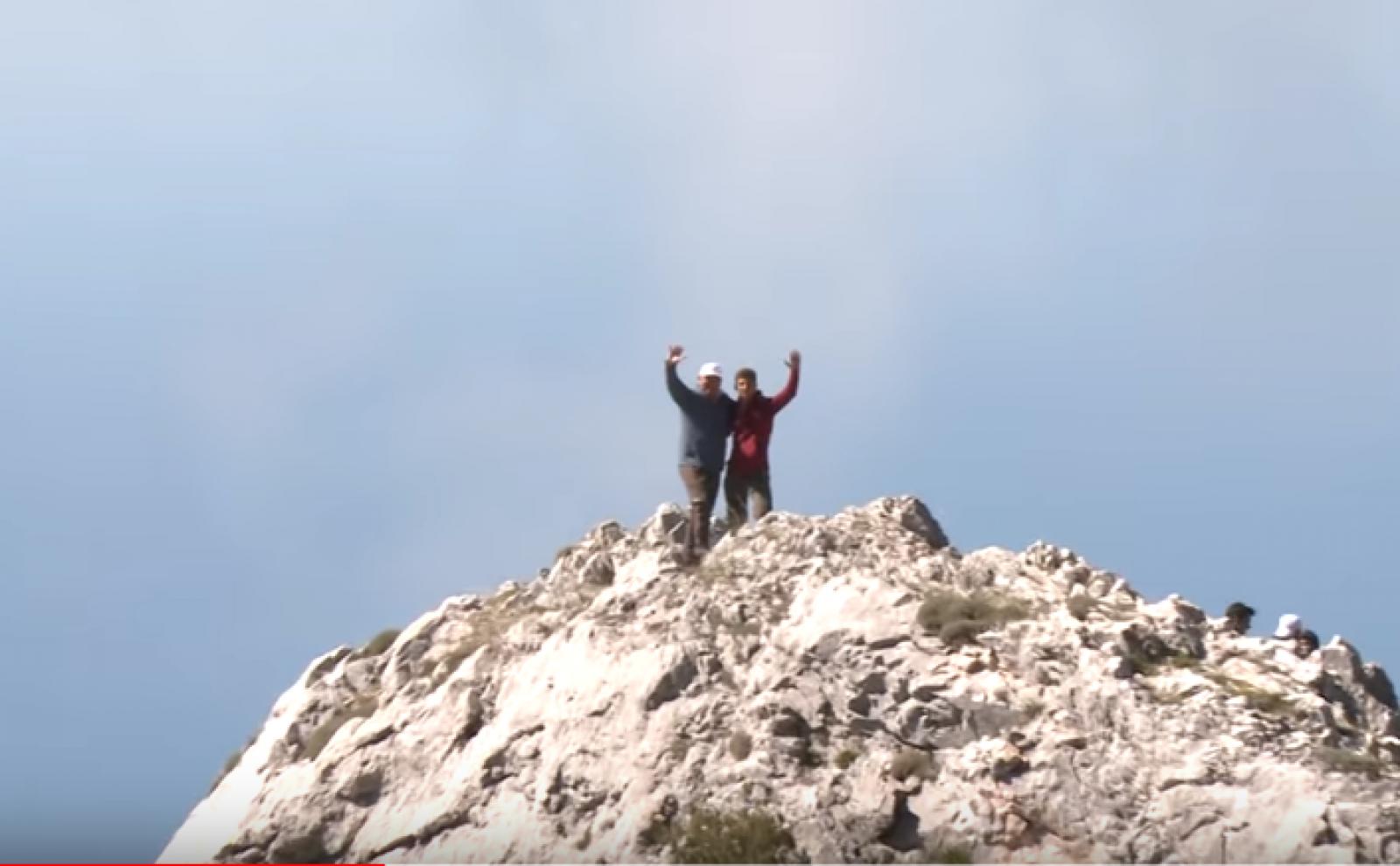 (video) Vis de președinte realizat: Igor Dodon a ajuns în vârful Muntelui Athos. Nu a uitat să-și ia și drona