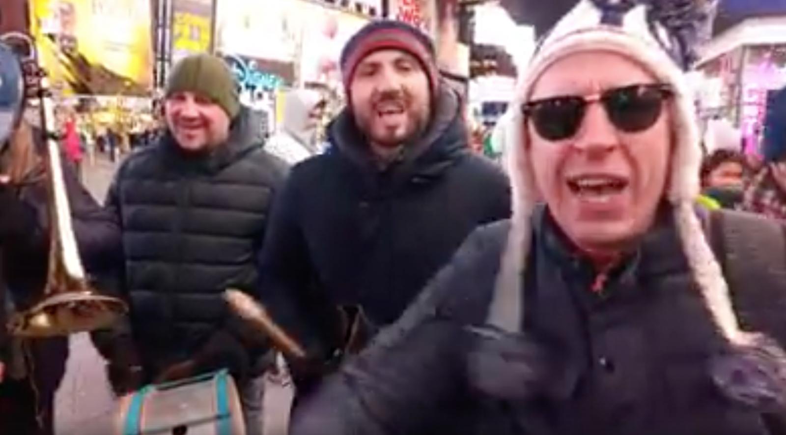 """(video) """"Zdob și Zdub"""" i-au urat pe moldoveni, de la New York: """"În America cea mare, moldovenii au renăscut"""""""