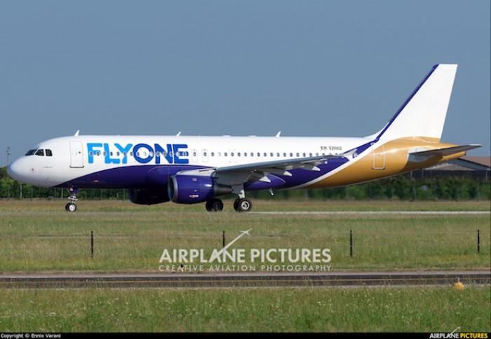 Reguli bizare de călătorie la compania aeriană FlyOne. Un pasager s-a plâns că i-a fost anulat biletul fără a fi anunțat