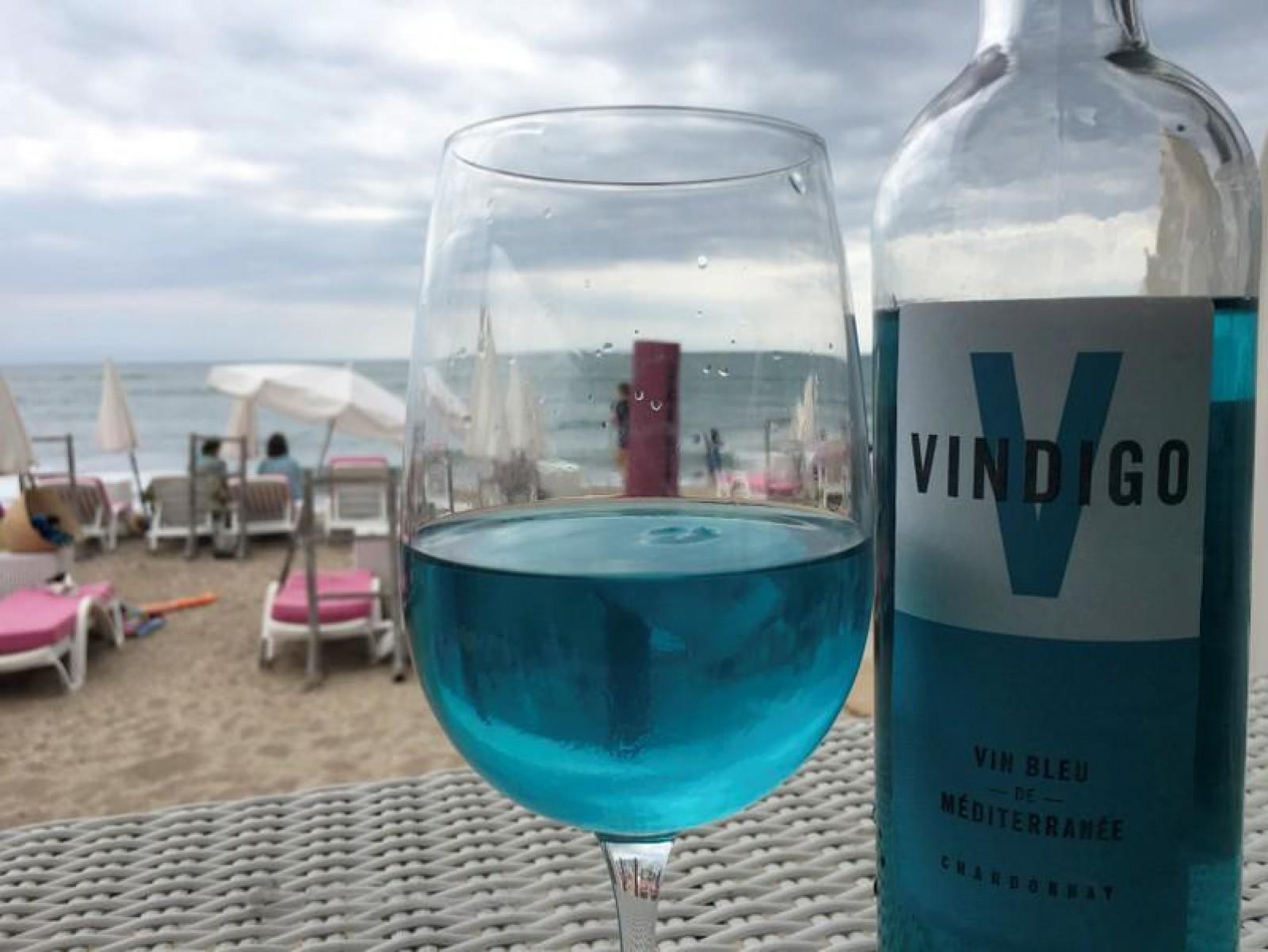 """Vinul spaniol de culoare albastră """"curge"""" în sudul Franței: Cererea s-a extins până în Rusia, China și Caraibe"""