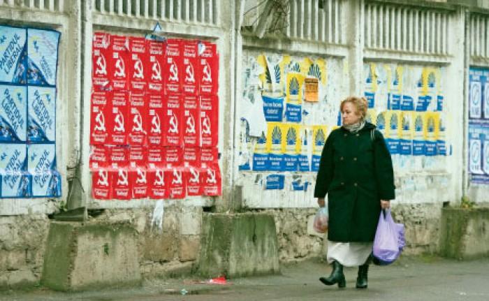 Afișele electorale împânzesc Capitala