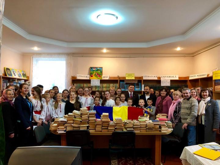 """Campania """"100.000 de cărți pentru Centenar"""" a ajuns în satele din Cahul și Sîngerei. Codreanu: """"Unirea nu are alternativă! Ea este soluția"""""""