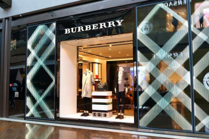 Compania Burberry a ars produse în valoare de peste 28 de milioane de lire sterline