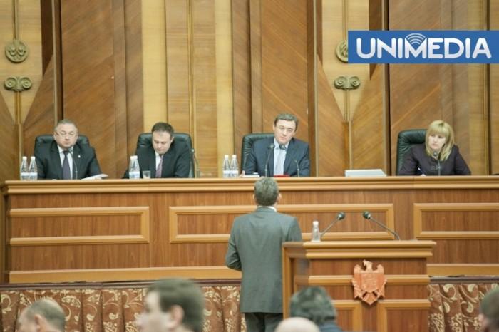 """Deputații PL vor să aducă """"Crucea Creștină"""" în Parlament"""