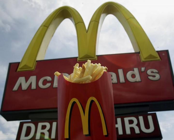 Epidemie în SUA, din cauza unui produs McDonalds: Compania încearcă să identifice ingredientul care îi îmbolnăvește pe oameni