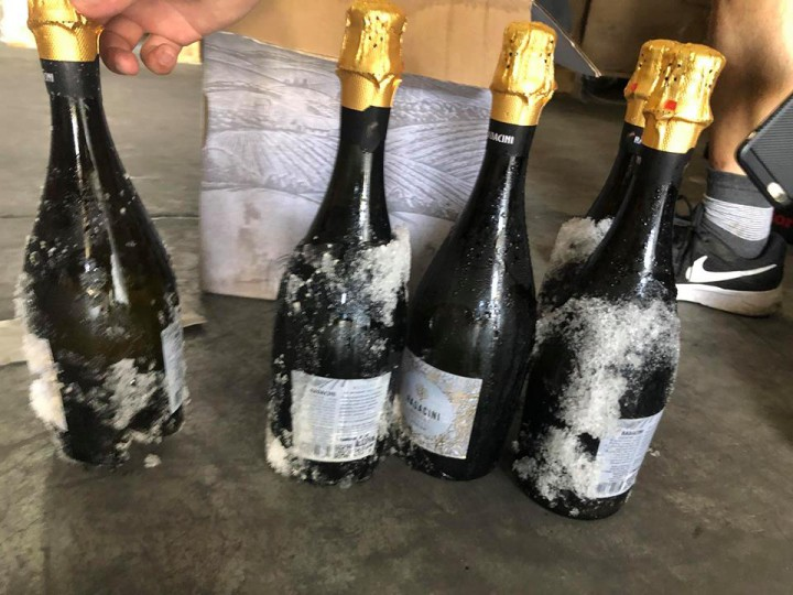 """(foto) 15 mii de sticle de vinuri moldovenești au ajuns înghețate în China: """"Era vorba de o partidă limitată, am pierdut ceea ce nu se mai poate recupera"""". Mesajul emoționant al importatorului"""