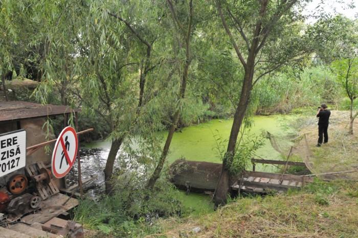 (foto) Chirtoacă a dispus demolarea dambei de pe râul Bîc, care duce la înnămolirea lacului Ghidighici