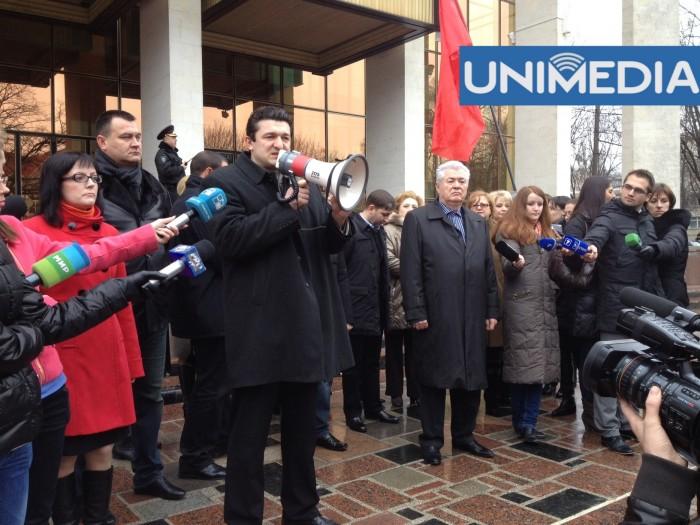 """(foto, video) Comuniștii protestează în Capitală: """"Vrem alegeri!"""""""