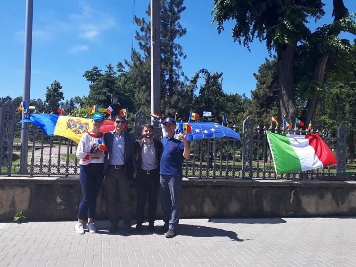 (foto) Diaspora responsabilă: Au revenit acasă pentru a-și exercita dreptul la vot