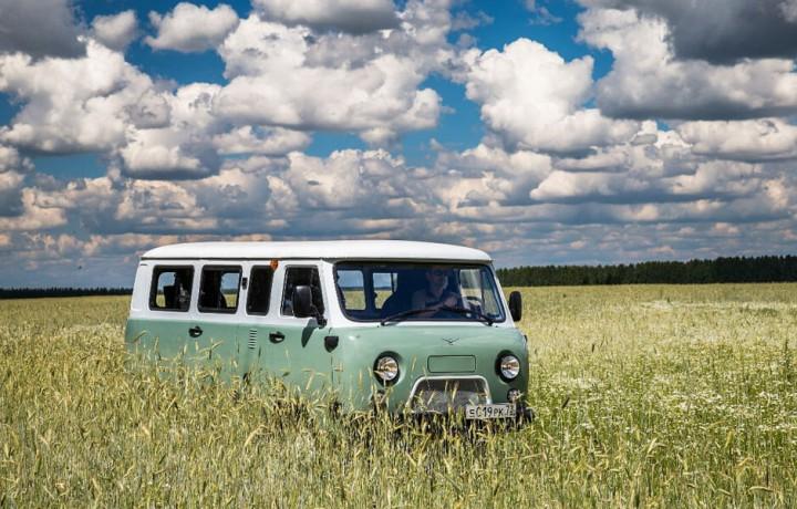 """(foto) UAZ lansează o versiune jubiliară a modelului """"Buhanka"""". Dotările exclusive pe care le are"""