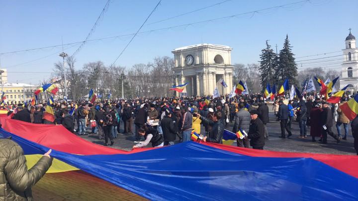 (live/foto/update/video) Marea Adunare Centenară din Chișinău a fost declarată închisă cu Hora Unirii