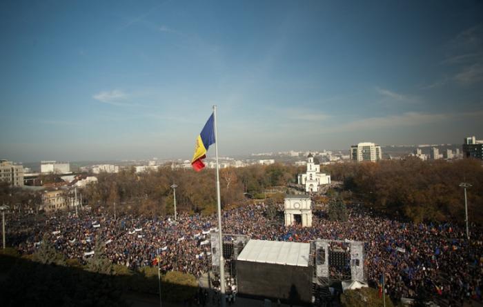 FT: Republica Moldova se confruntă cu o alegere inevitabilă între est și vest