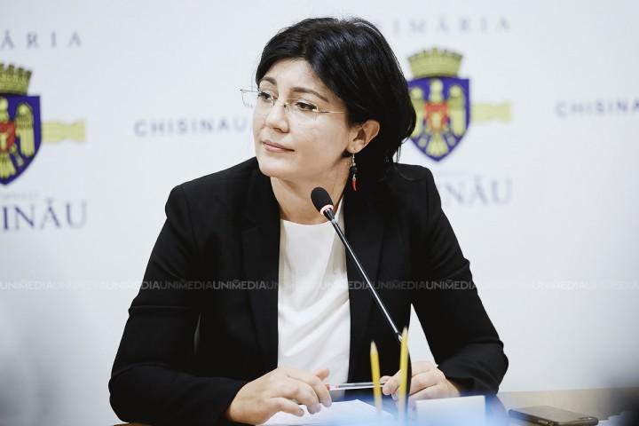 """(video/doc) Silvia Radu și-a prezentat programul electoral: Primul punct este """"curățarea"""" Primăriei. A anunțat câți bani va cheltui din bugetul familiei pentru promovarea sa"""