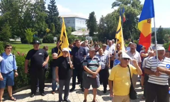 """(video) Protest la Criuleni, organizat de opoziția extra-parlamentară: """"Jos dictatura"""""""