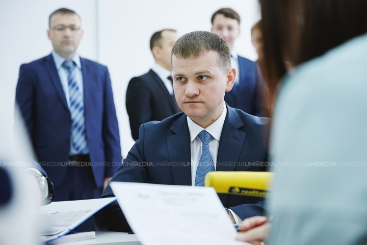 (video) Valeriu Munteanu, obligat să-și scoată panourile electorale. Susține că ar putea fi scos din cursa electorală