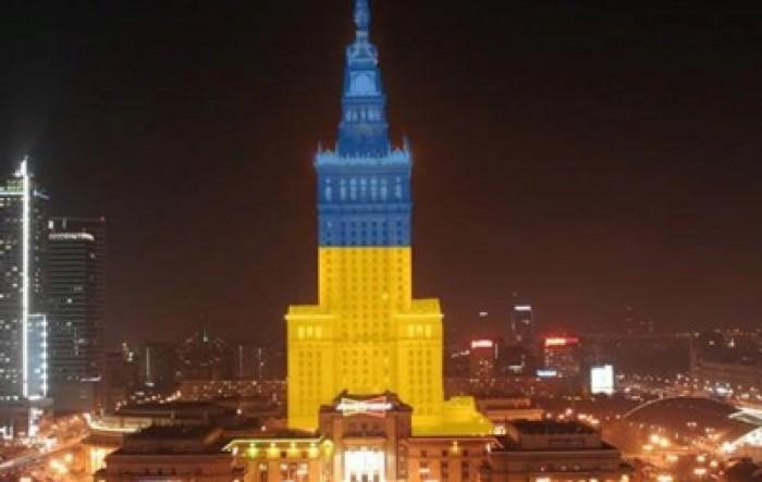 (foto) O clădire din Varșovia, iluminată în culorile drapelului Ucrainei