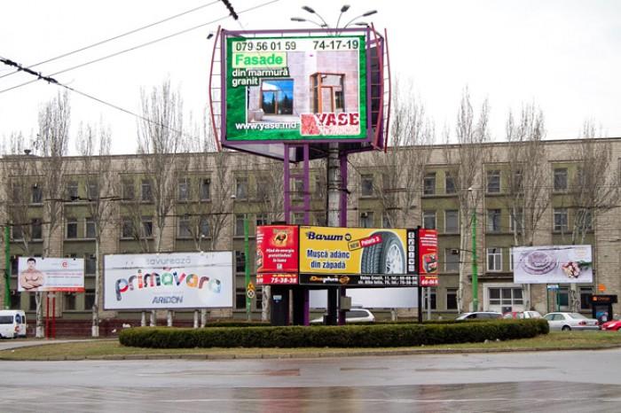 """Primăria Chișinău se războiește cu proprietarii de bilboarduri. Chirtoacă: """"Într-un stat normal, ar fi fost arestați!"""""""