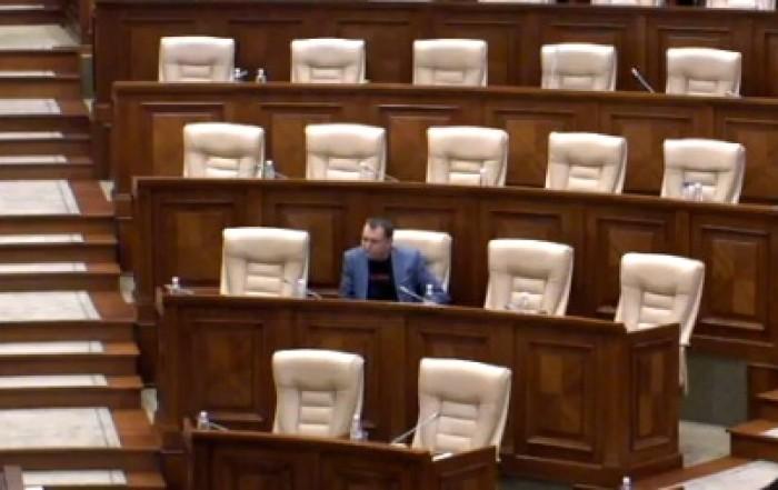 Un deputat PCRM vrea sesiune extraordinară a Parlamentului