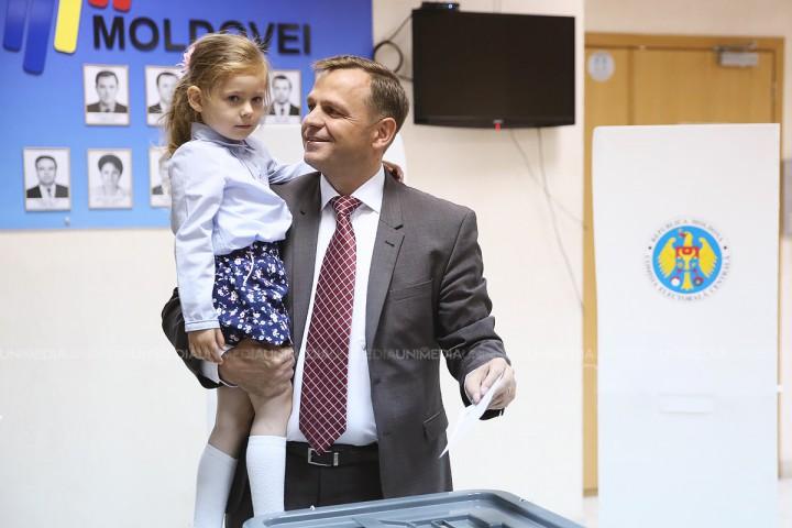 """(video) Andrei Năstase, alături de soție și fiică: """"Am încredere în chișinăuieni că își vor alege un primar demn și curajos"""""""
