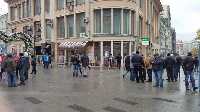 (video) Ceartă între alegători la o secție de votare din Rusia: Stă pe pământ rusesc dar votează pentru Europa