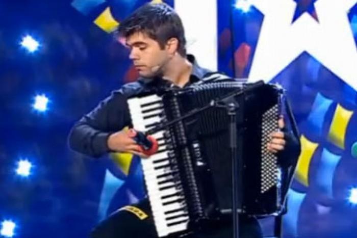 (video) Cu acordeonul se poate cânta și ASTA! Ghenadie Rotari la Românii au Talent!