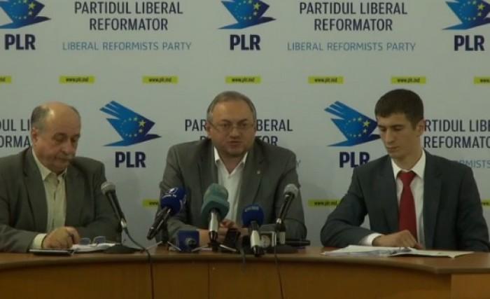 """(video) Deputații PLR se plâng că instanţele judecătoreşti """"joacă ping-pong"""" cu dosarul AIC"""