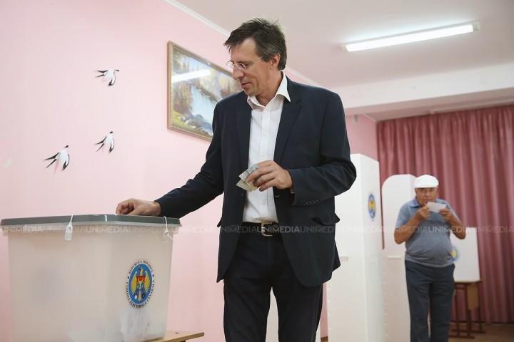 (video) Dorin Chirtoacă la secția de votare: Am votat pentru că îmi pasă