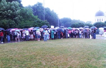 (video) Femeile din PD la flashmob prin ploaie