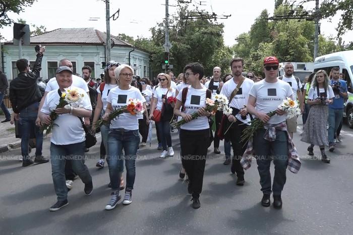 """(video) Flori, ouă și apă sfințită. Cum s-a desfășurat marșul de solidaritate """"Fără Frică"""""""
