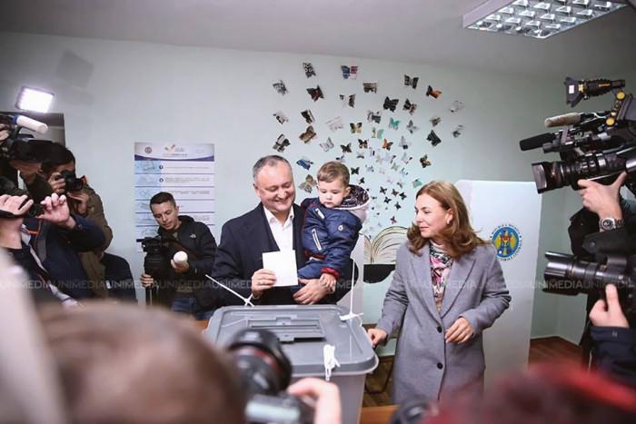 (video) Igor Dodon a votat alături de soție și mezin: Cred că va fi un nou început