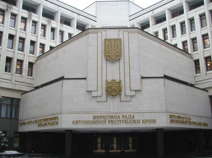 (video) LIVE: Clădirea Parlamentului din Crimeea a fost luată cu asalt de un grup înarmat
