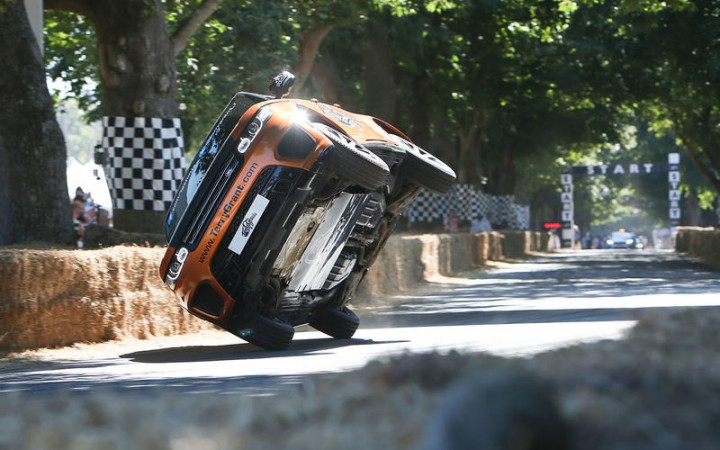 (video) Record Guinness la Goodwood: Vezi cum Terry Grant a condus un Range Rover Sport SVR