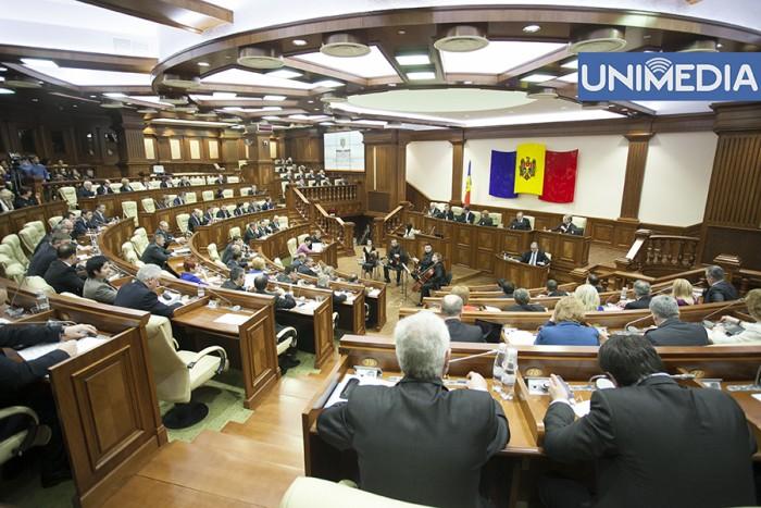 """(video) Sintagma """"limba moldovenească"""" a iscat noi dispute în Parlament"""