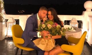 Căpitanul echipei Real Madrid, Sergio Ramos a cerut-o în căsătorie pe Pilar Rubio după o relație de șase ani. Cuplul are împreună trei copii