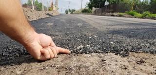 Ce spune primarul din Vărvăureuca despre drumul pe care s-a pus asfalt de doi centimetri peste noroi
