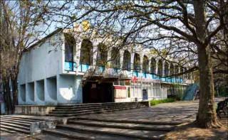 """Consiliul Național al Monumentelor Istorice a votat ca în locul fostei cafenelei """"Guguță"""" să fie construit un business-centru multietajat"""