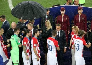 De ce a avut doar Putin umbrelă la finala Cupei Mondiale. Serviciile ar avea explicaţia