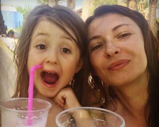 (foto) Se distrează în vacanță. Cum o imită Ekaterina Filat pe Angela Gonța