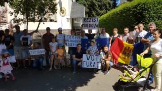 (foto) Moldovenii din Frankfurt pe Main au protestat. Soția și copiii lui Andrei Năstase au participat la manifestație