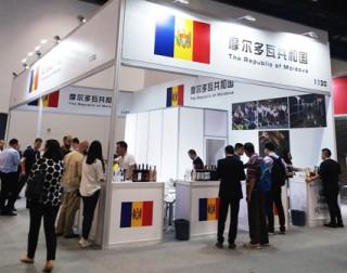 """(foto) Vinurile moldovenești, la expoziția """"Top Wine China"""". 16 companii vinicole de la noi se promovează în China"""