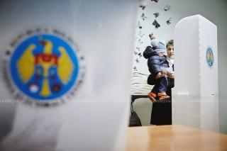 Guvernul nu susține inițiativa unor deputați pentru introducerea a două tururi în alegerile parlamentare