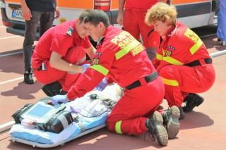 (foto/video) Intervenție SMURD: A ajuns în stare gravă la spital după ce s-a intoxicat cu paracetamol. O fetiță de cini ani, transportată la București